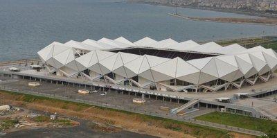 MP Arena'nın çatısı hasar gördü