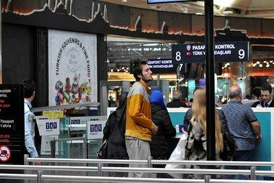 Mehmet Şanlı havalimanında yatıp kalkıyor