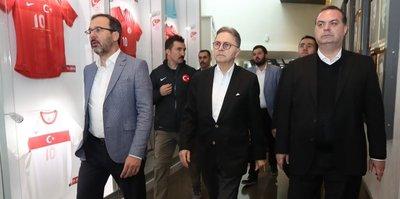 Bakan Mehmet Kasapoğlu'ndan TFF Başkanı Hüsnü Güreli'ye ziyaret