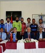 Anadolu Üniversitesi, yeni sporcularını imza töreniyle basına tanıttı