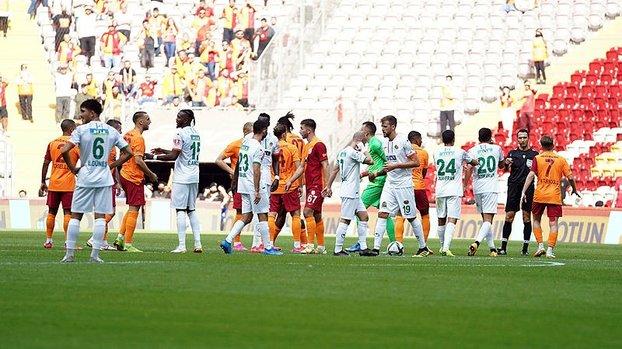 Galatasaray-Alanyaspor maçı sonrası Muslera Serkan Kırıntılı'nın üzerine yürüdü