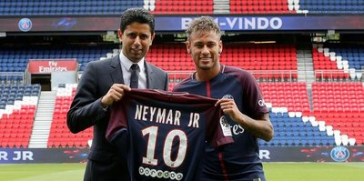 Neymar tarihi imzayı attı