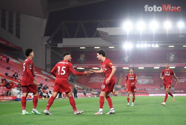 Şampiyon Liverpool kupasını kaldırdı! İşte o anlar