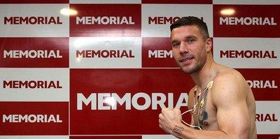 Antalyaspor'da Ersan Adem Gülüm ve Lukas Podolski sağlık kontrolünden geçirildi