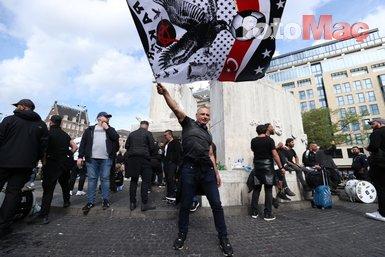 BEŞİKTAŞ HABERLERİ- Beşiktaş taraftarı Ajax maçı öncesi Dam Meydanı'nda toplandı! İşte o görüntüler