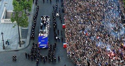 Fransa Milli Takımı Paris'te! Şampiyonluk kutlamaları başladı...