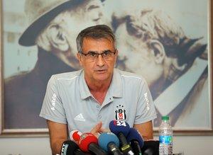 """Beşiktaş Teknik Direktörü Şenol Güneş: """"Vida giderse 2 stoper şart!"""""""