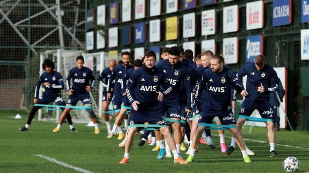 Fenerbahçe'de Medipol Başakşehir maçı öncesi 8 isim ceza sınırında! #