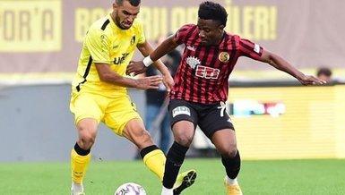 Son dakika spor haberi: Eskişehirspor'da Nijeryalı futbolcu Hamed Sholaja'nın sözleşmesi feshedildi