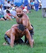 Başpehlivan Fatih Atlı altın kemeri aldıAksu'da yağlı pehlivan güreşleri