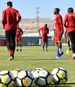 Samet Aybaba: İki haftadır futbol adına yükselişteyiz