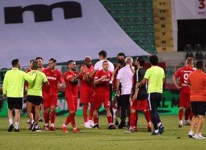 Denizlispor - Gaziantep FK maçının ardından saha karıştı!