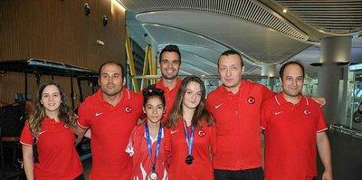 Paralimpik Yüzme Milli Takımı İstanbul'a döndü