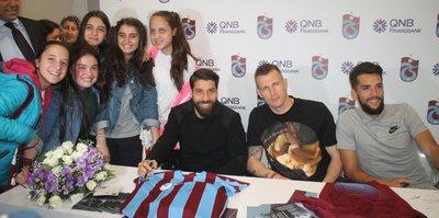 Trabzonsporlu yıldızlar imza gününde