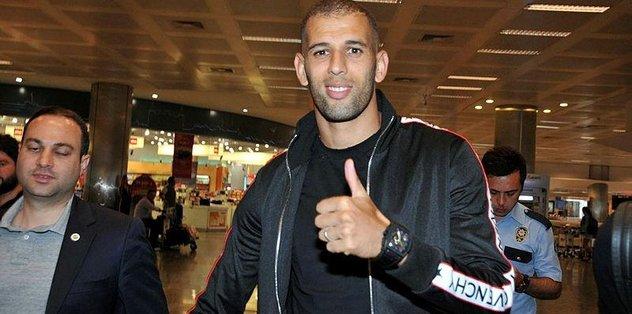 Fenerbahçe'nin yeni golcüsü İslam Slimani İstanbul'a geldi