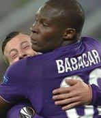 Fiorentina bırakmıyor