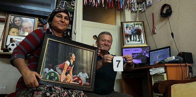 Genç halterci Ayşegül Çakın ailesini gururlandırdı
