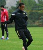 Arturo Mina milli takımdan sakat döndü