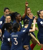 Hosts France reach last 8