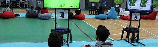 Başakşehir'de PES Turnuvası'nın finali yapıldı