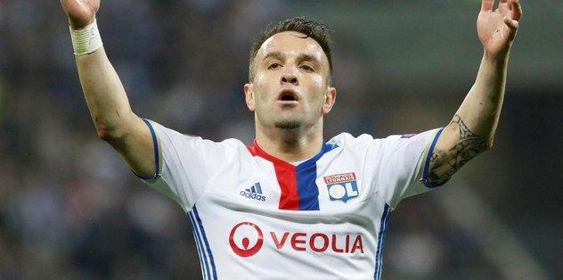Lyon, Belhanda için Valbuena'yı bekliyor