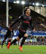 Dev maçta 7 gol! Mesut Özil şov yaptı