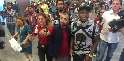 Emenike, Türkiye'ye döndü