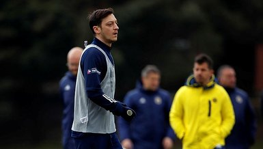 Son dakika spor haberi: Mesut Özil kendi tasarladığı M10 marka kramponları giyecek!