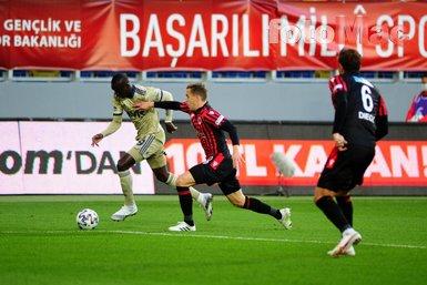 Mert Hakan Yandaş golünü attı Sadık Çiftpınar'a koştu!