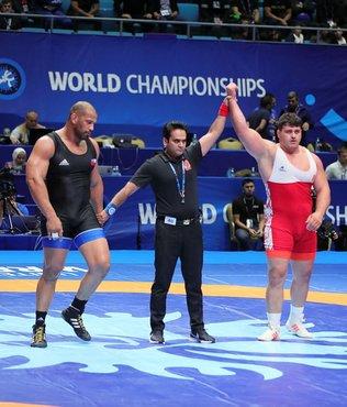 Dünya Güreş Şampiyonası'nda Rıza Kayaalp grekoromen stil 130 kiloda finale yükseldi.