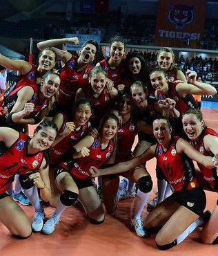 VakıfBank 10. kez lig şampiyonu oldu