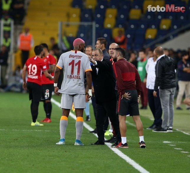 Ryan Babel'den Robin van Persie ve Sneijder'i kızdıracak sözler!