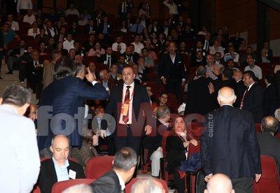 Galatasaray genel kurulunda kavga