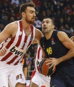 Fenerbahçe, deplasmanda Olympiakos'u devirdi