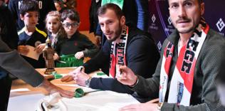 Konyasporlu futbolcular imza gününde öğrencilerle bir araya geldi