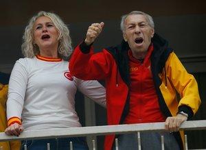 İzmir'de yer sarı gök kırmızı! Göztepe taraftarları 7'den 70'e...