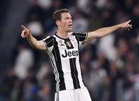 Beşiktaş Juventus'un yıldızı Lichtsteiner'le masaya oturacak