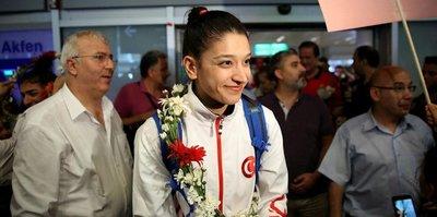 Dünya şampiyonu Nur'a coşkulu karşılama
