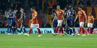Galatasaray büyük maçlarda dağıldı