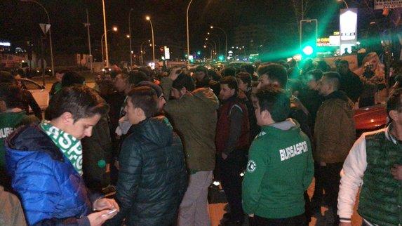 Bursaspor taraftarından yönetime protesto! Tesislerde ortalık karıştı