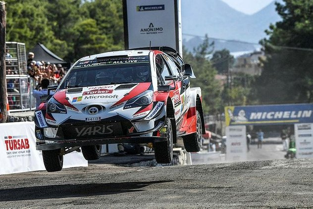*Marmaris Rallisi'ni kazanan Toyota takımı genel klasmanda Hyundai'nin önüne geçerek ilk sıraya yerleşti.