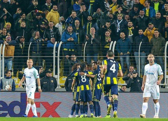 Spor yazarları Fenerbahçe'nin Avrupa sınavını yazdı