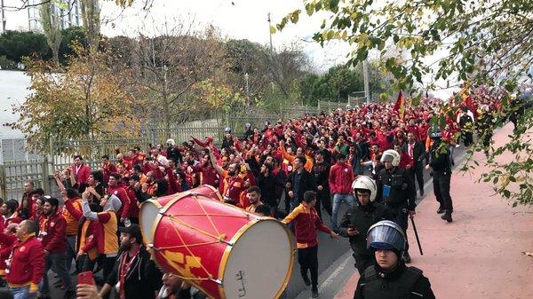 Galatasaray taraftarı Vodafone Park'ta!