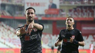 Son dakika spor haberi: Beşiktaş maçında gol atan Sivassporlu Erdoğan Yeşilyurt gol sayısını 3 yaptı