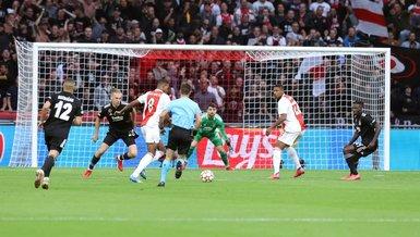 Ajax beat Besiktas 2-0 with first-half goals in Champions League