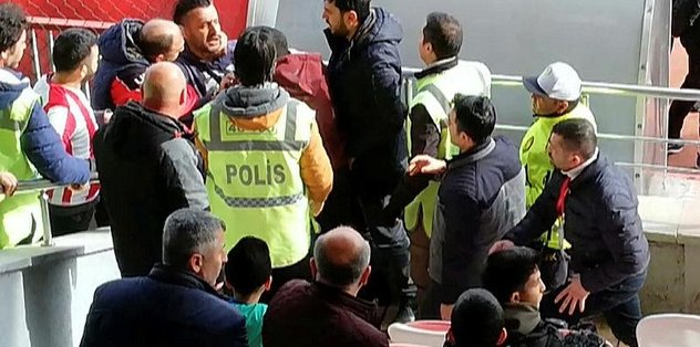 Hakan Ceyhan, tribünde gazeteci Orhan Külek'e saldırdı