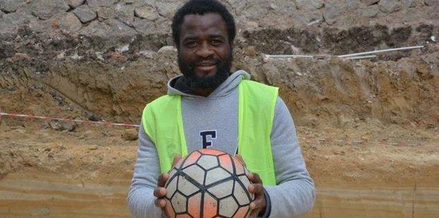 Kendini futbolcu olarak tanıttı, göçmen çıktı!