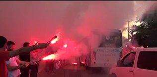trabzonspor coskuyla ugurlandi izleyin 1593881101690 - Trabzonspor'a İstanbul'da coşkulu karşılama!