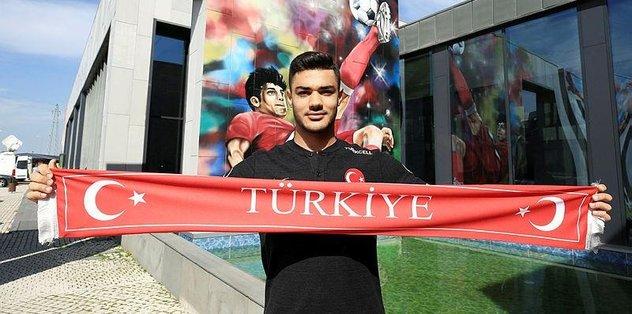 Ozan Kabak Mart ayının en iyi genç oyuncusu adayı