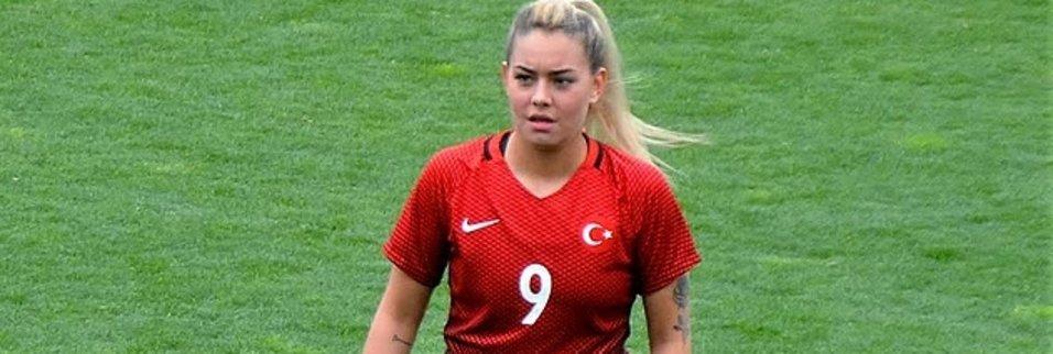 Survivor Aycan Yanaç'ın futbol performansı sosyal medyaya damga vurdu!